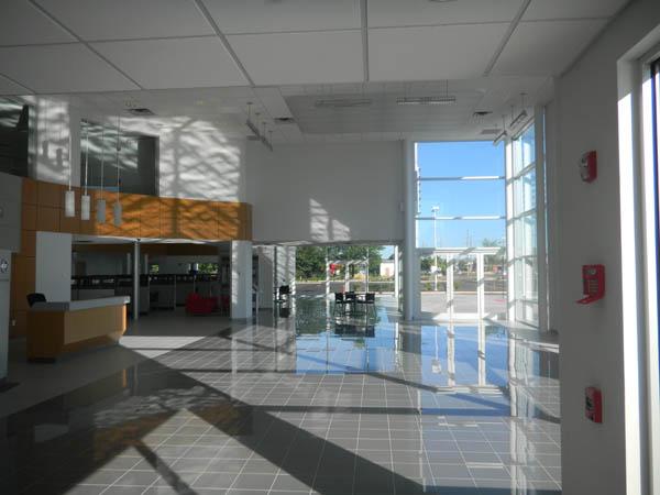 Pine-Belt-Nissan-7-Foyer-2-600x450.jpg
